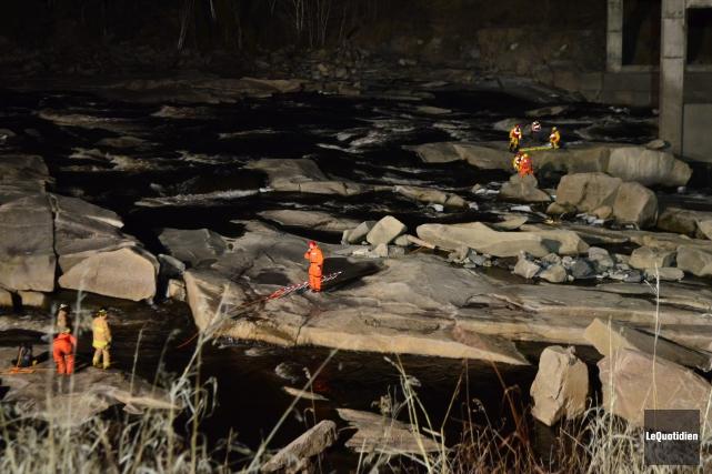 Le corps d'un homme a été retrouvé sous le pont Caracajou, mercredi vers 21 h,... (Photo Le Quotidien, Laura Lévesque)