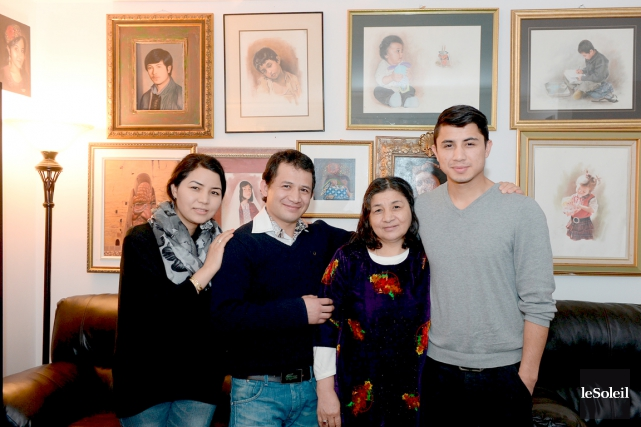 De gauche à droite,Anis,Khadem,Fatema etMurtaza. Le père de... (Le Soleil, Erick Labbé)