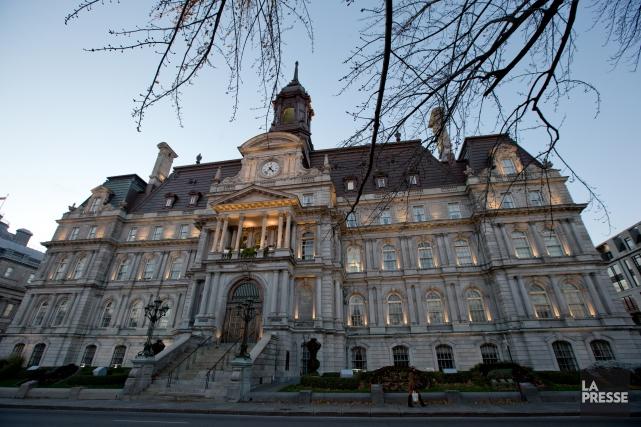 L'opposition à l'hôtel de ville de Montréal dénonce un autre contrat accordé... (PHOTO DAVID BOILY, ARCHIVES LA PRESSE)