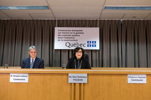 Les commissaires France Charbonneau et Renaud Lachance présentaient... (PHOTO ROBERT SKINNER, LA PRESSE)