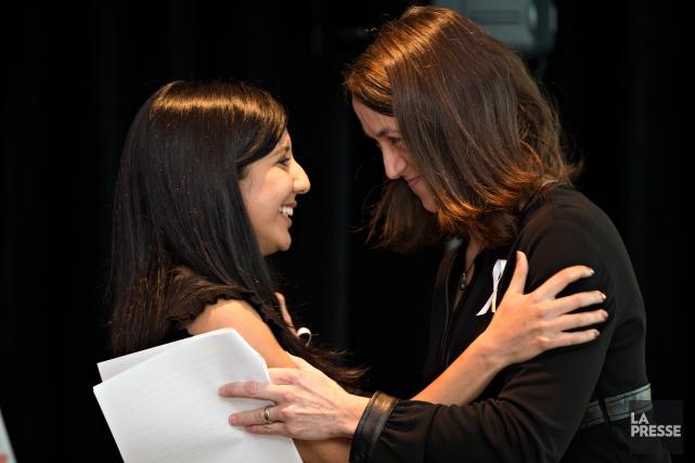 Nathalie Provost (à droite), survivante de la tuerie... (PHOTO OLIVIER JEAN, LA PRESSE)