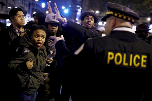 À Chicago, des manifestants ont pris la rue... (PHOTO ANDREW NELLES, REUTERS)