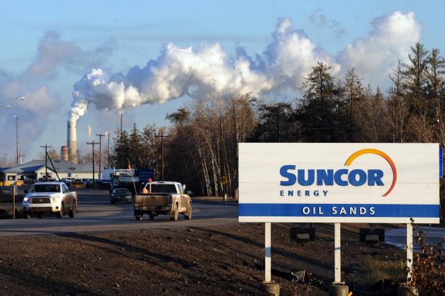 Suncor Énergie a réduit sa production d'un autre 237 000 barils de pétrole par... (PHOTO MARK RALSTON, ARCHIVES AFP)