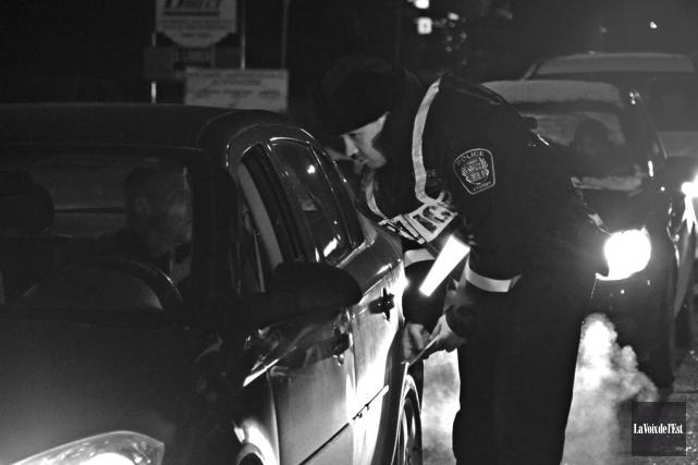 À l'occasion du temps des Fêtes, les policiers... (photo archives La Voix de l'Est)