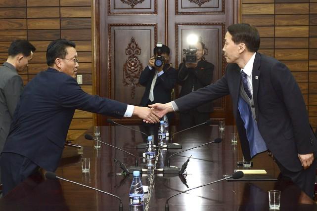 Le chef de la délégation nord-coréenne Hwang Chol... (PHOTO AP)