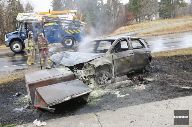 Véhicule incendié (Photo Le Quotidien, Gimmy Desbiens)