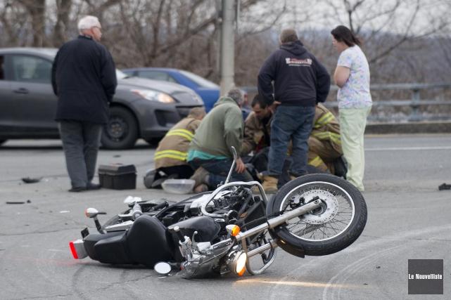 Un motocycliste a subi des blessures après avoir été impliqué dans une... (Photo: Sylvain Mayer Le Nouvelliste)