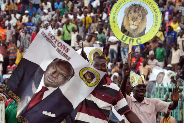 Des partisans du candidat à la présidentielle Zéphirin... (PHOTO ISSOUF SANOGO, ARCHIVES AFP)