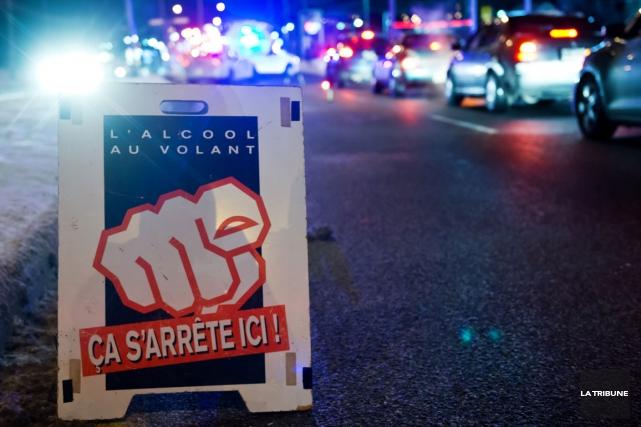 Le Service de police de Sherbrooke a souligné l'arrivée de la saison des party... (Archives La Tribune, Jessica Garneau)