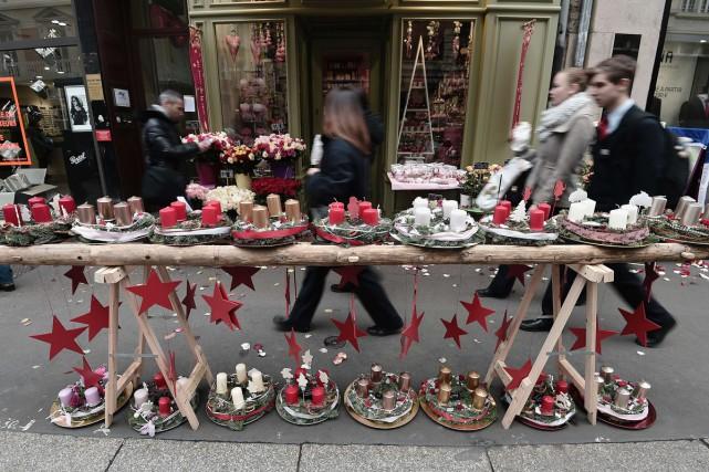Le 445e marché de Noël de Strasbourg a ouvert vendredi ses portes, placé sous... (PHOTO AFP)