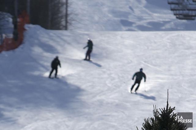 Les canons à neige ont fonctionné à plein... (PHOTO Martin Chamberland, ARCHIVES LA PRESSE)
