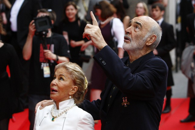 Sean Connery et sa femme Micheline Roquebrune au... (PHOTO ARCHIVES REUTERS)