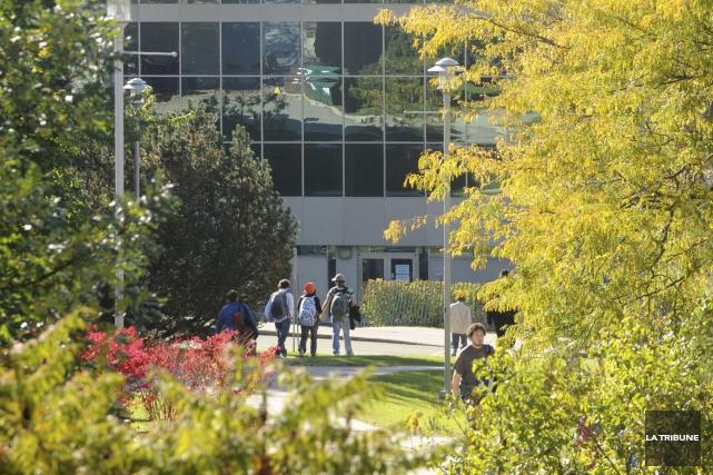 L'Université de Sherbrooke a réduit de 18,9 %... (Archives, La Tribune)
