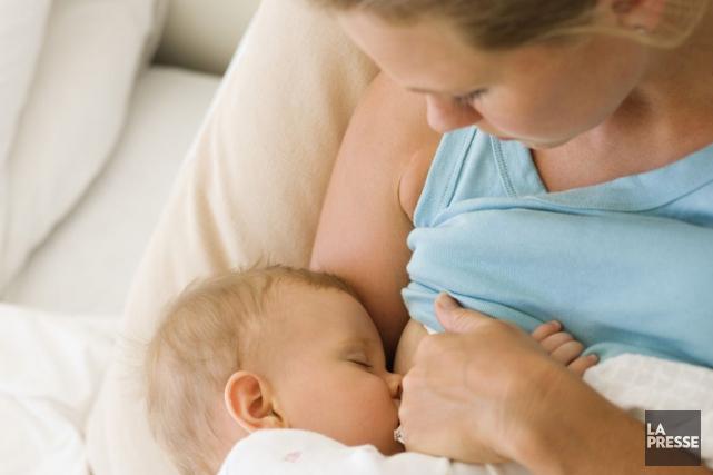 Le lait maternel couvre tous les besoins alimentaires... (ARCHIVES LA PRESSE)