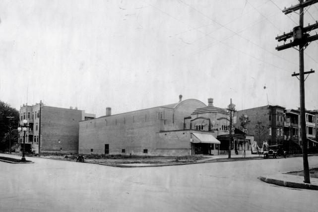 La présence d'un cinéma est indissociable de l'angle de l'avenue Cartier et du... (Archives Ville de Québec)