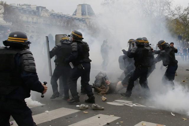 Les différents militants veulent envoyer le message aux... (Photo ERIC GAILLARD, Reuters)
