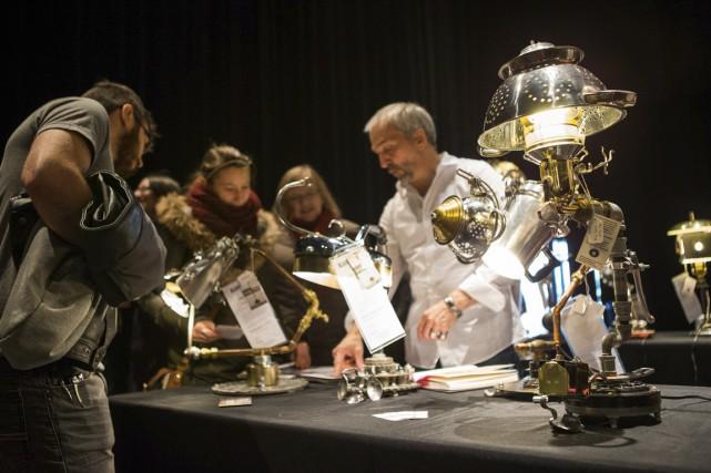 Les lampes sur mesure du créateur Benoît Laverdière.... (Olivier Croteau)