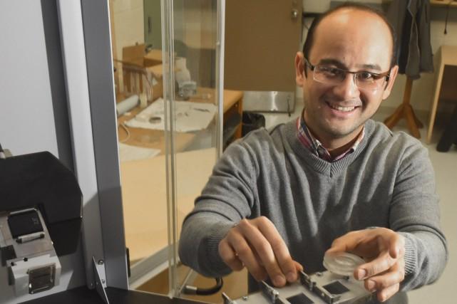Adam Duong, professeur au département de chimie, biochimie... (François Gervais)