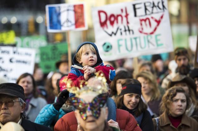 Un jeune garçon participe à la marche de... (La Presse Canadienne)