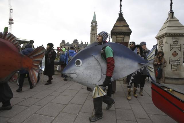 À Ottawa, des centaines de manifestants - certains... (Agence France-Presse)