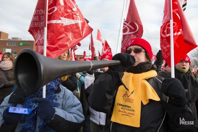 Près de 1500 personnes ont manifesté samedi, à... (PHOTO ROBERT SKINNER, LA PRESSE)