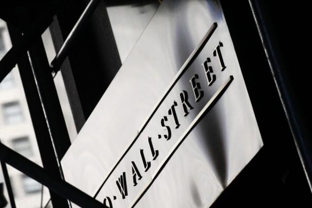Wall Street a légèrement baissé hier, affaiblie par le repli des titres des... (PHOTO MARK LENNIHAN, ARCHIVES AP)