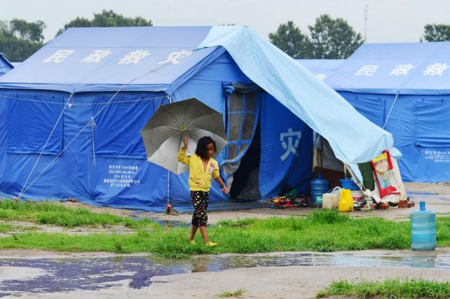 Plus de 200000 familles vivent toujours dans des... (PHOTO PRAKASH MATHEMA, ARCHIVES AFP)