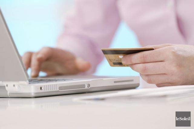 Les transactions en ligne représentent 10 % des... (Photothèque Le Soleil)