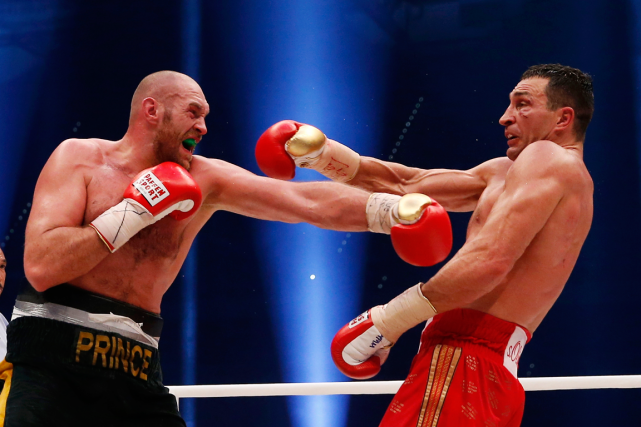 Le Britannique Tyson Fury (à gauche) a créé la... (Photo Lee Smith, Reuters)