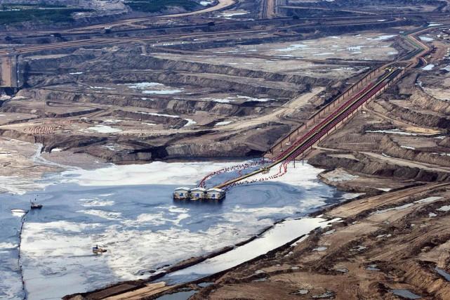 La commission des valeurs mobilières de l'Alberta a jugé que Canadian Oil Sands... (Photo archives La Presse Canadienne)