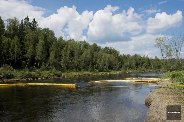 Des sédiments de la rivière Chaudière sont encore... (Archives, La Tribune)