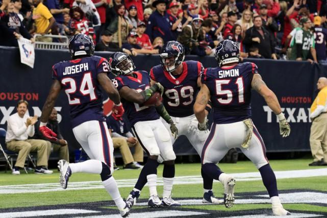 Victorieux à leurs quatre derniers matchs, les Texans (6-5) ont réussi à... (PHOTO REUTERS)