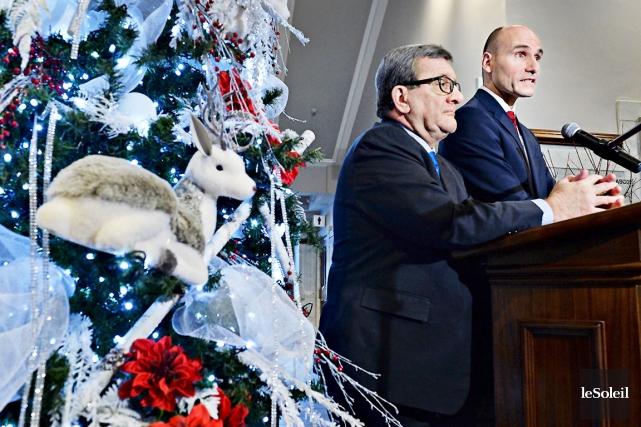 Le maire Régis Labeaume et le ministre libéral... (Le Soleil, Patrice Laroche)