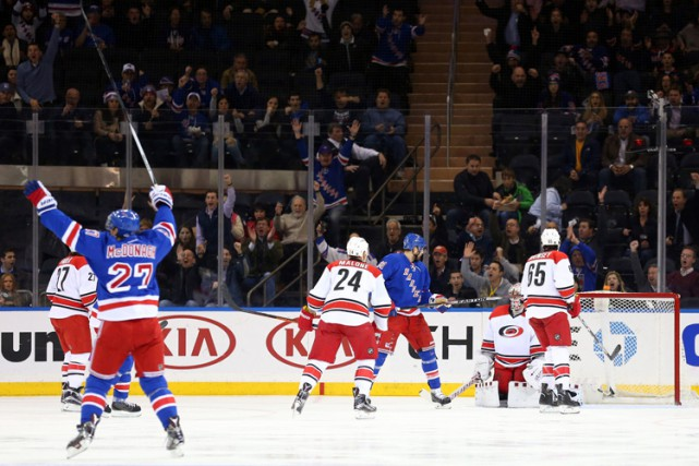 Mats Zuccarello a récolté son 11e but de la saison et les Rangers de New York... (PHOTO AP)