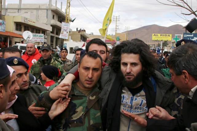 Un policier libanais libéré par al-Nosra dans l'échange... (PHOTO AFP/STR)