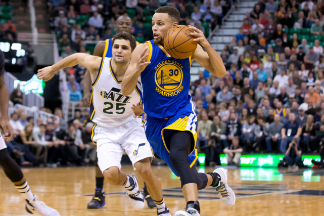 Stephen Curry a inscrit 26 points dans la... (Photo Russ Isabella, USA Today)