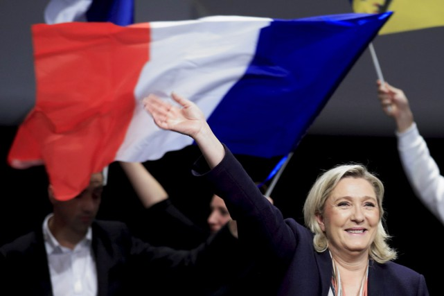 Le FN de Marine Le Pen apparaît en... (PHOTO PASCAL ROSSIGNOL, ARCHIVES REUTERS)