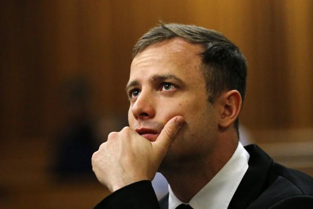 Oscar Pistoriusvit actuellement en résidence surveillée chez son... (Archives AFP)