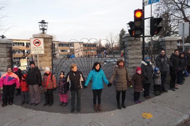 Mardi matin, une manifestation de parents, enfants et employés de l'école... (Alain Dion)