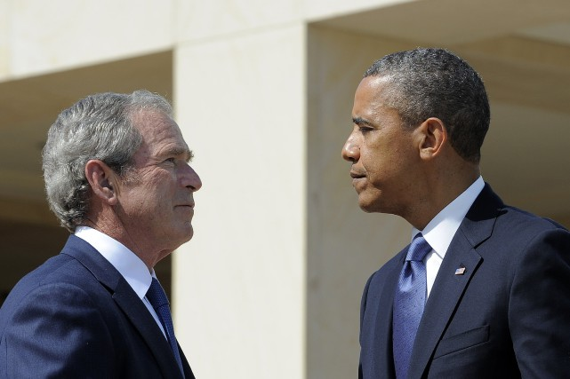 George W. Bush et Barack Obama... (PHOTO ARCHIVES AP)