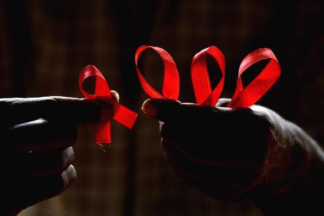 Un sondage publié à l'occasion de la Journée mondiale du sida démontre que les... (PHOTO Manjunath KIRAN, AFP)