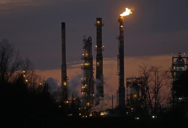 Le cours du baril de «light sweet crude»... (PHOTO GERALD HERBERT, ASSOCIATED PRESS)