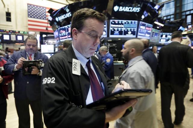 Wall Street a monté mardi, les indices enregistrant des fluctuations amplifiées... (PHOTO RICHARD DREW, ARCHIVES ASSOCIATED PRESS)