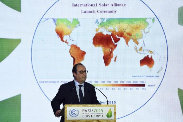 Le président français François Hollande prononce une allocution... (AFP, Bertrand Guay)