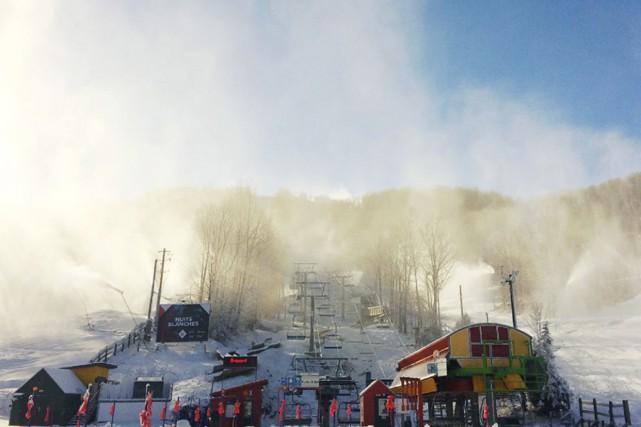 Bromont, montagne d'expériences accueille ses premiers skieurs mercredi,... (Tirée de Facebook)