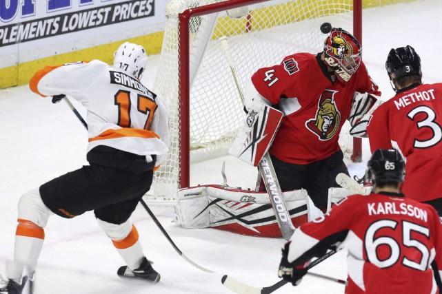 Wayne Simmonds a dénoué l'impasse en fin de deuxième période et les Flyers de... (PHOTO PC)
