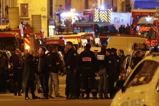 Les policiers à la rescousse des victime du... (Photo archives Agence France-Presse)