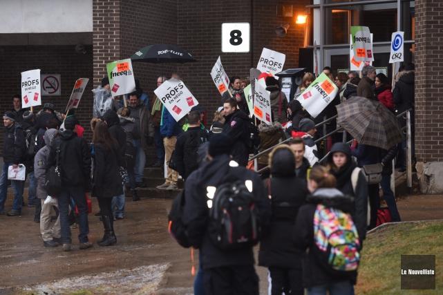 L'accès au Collège Shawinigan a été bloqué jusqu'à... (Photo: François Gervais Le Nouvelliste)