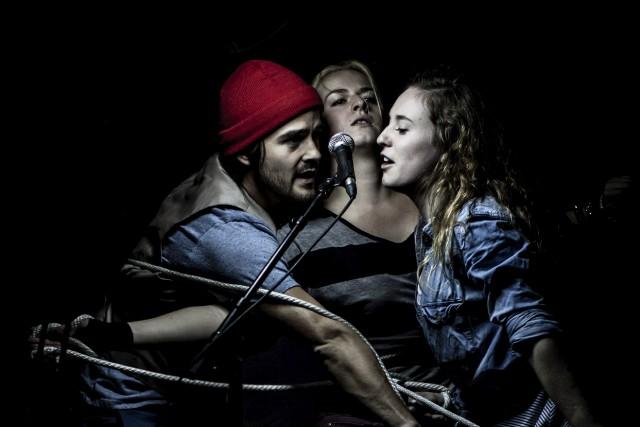 Cauchemar de comédiens: des dizaines d'adolescents assistent à leur prestation... (Courtoisie)