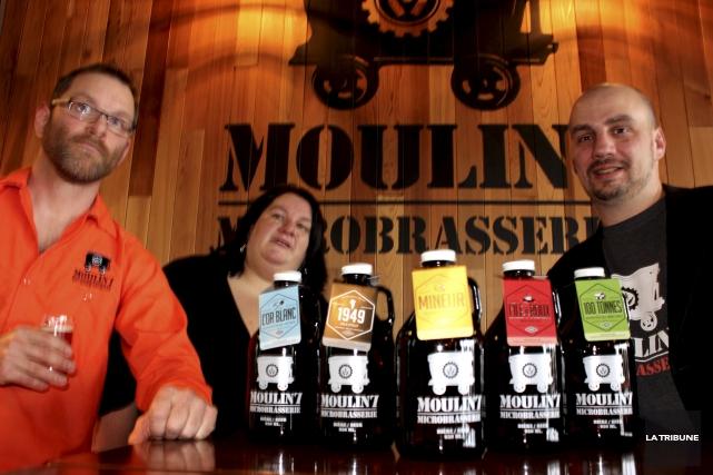 Les propriétaires de la Microbrasserie Moulin 7, Danick... (La Tribune, Yvan Provencher)